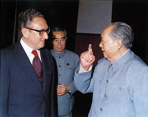 Kissinger with_Mao_and_Zhou_Enlai